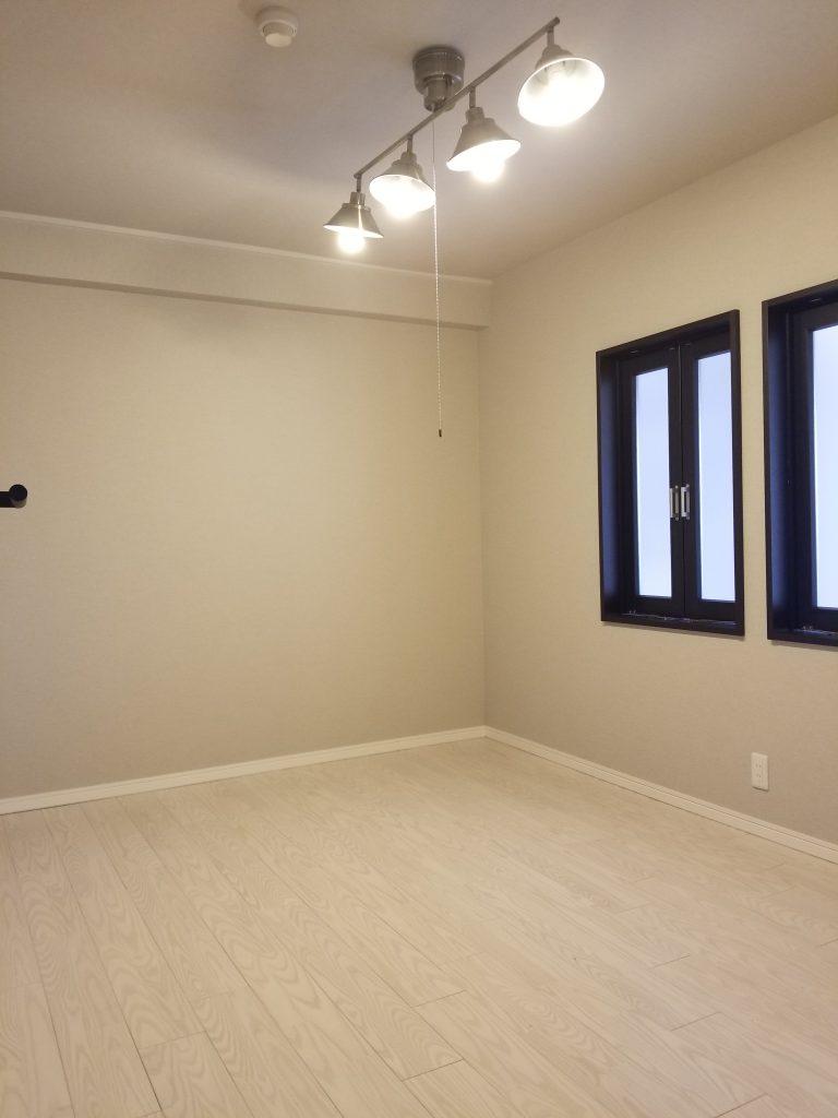 和室を室内専用小窓付き洋室に変更しました。