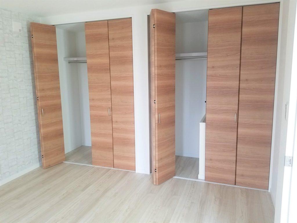 クローゼット ハイドア仕様 7.7帖の洋室。