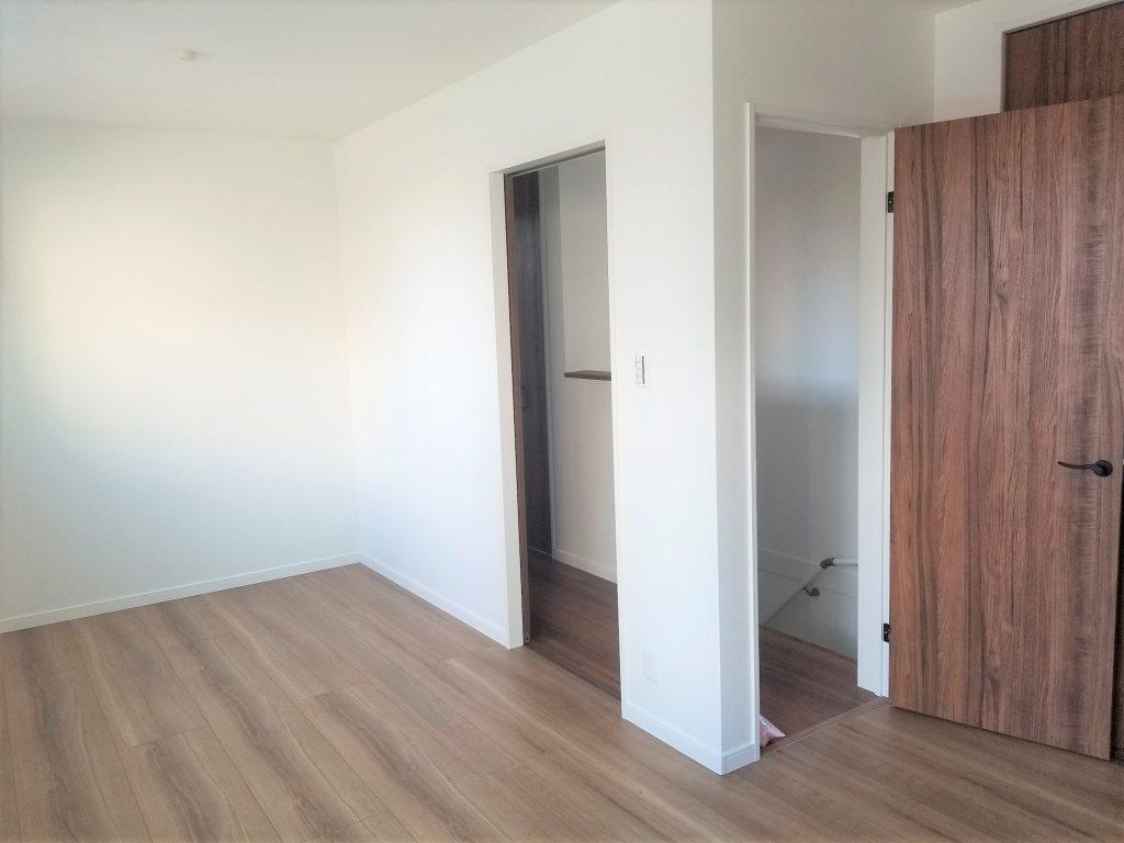 将来部屋を分けることが可能な9帖寝室。