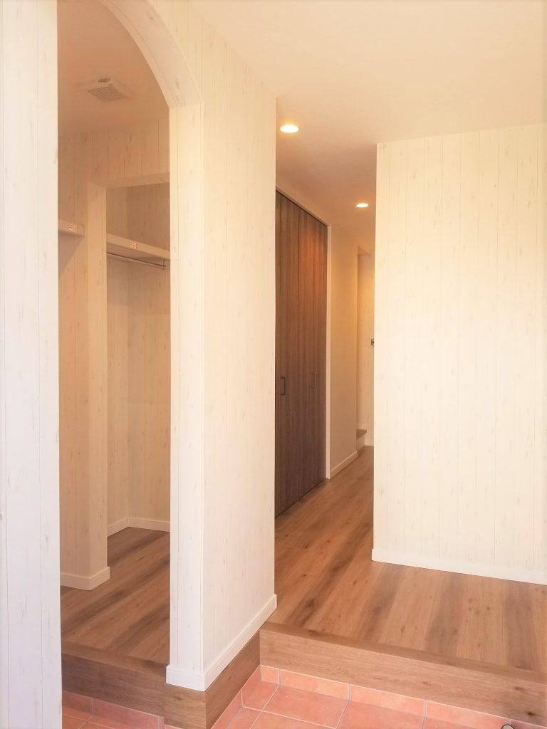 玄関横に広々シューズインクローゼットを設置。