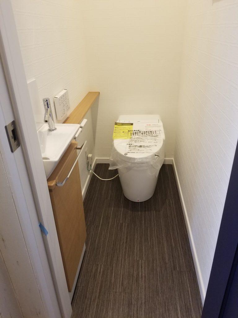 タンクレストイレですっきりした印象に。。