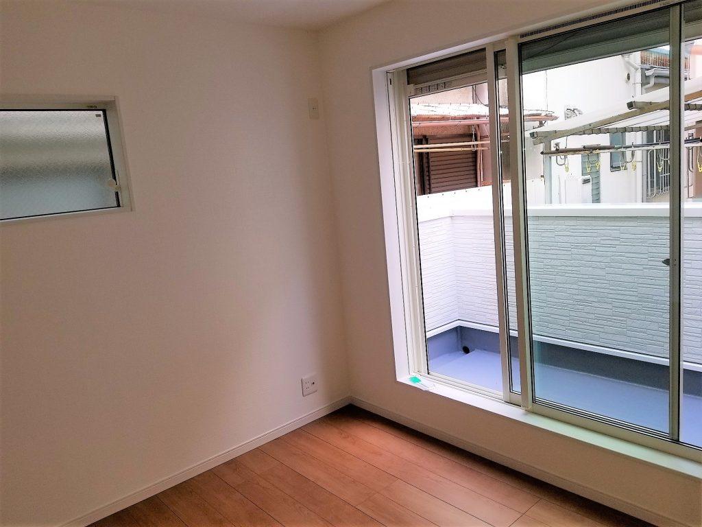 2階奥の洋室にもバルコニーを設置。