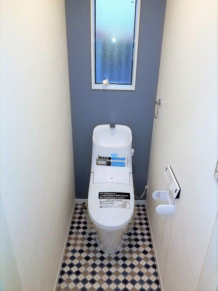 トイレはお好みの壁紙でアレンジ。