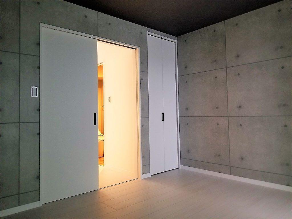 コンクリート柄の壁紙でお部屋をアートに演出★