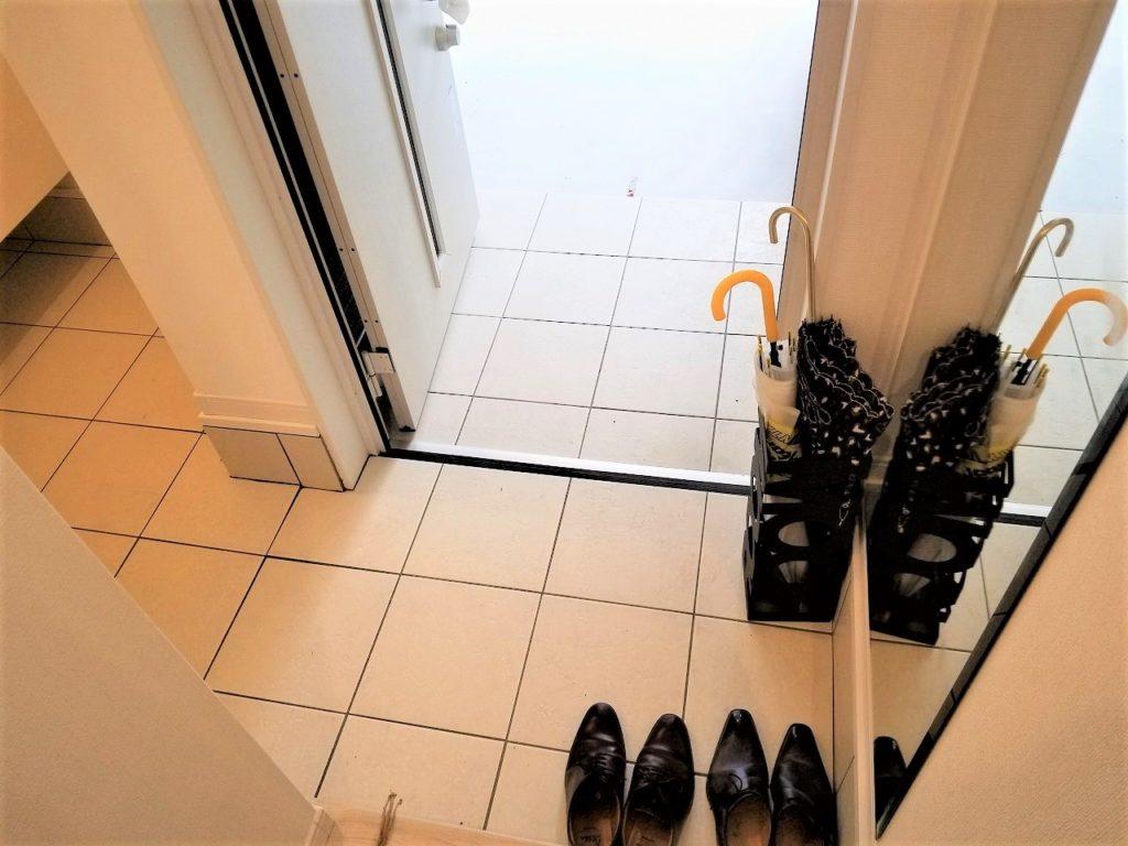 玄関横にシューズインクローゼットを設置したので、靴が散らばりません。