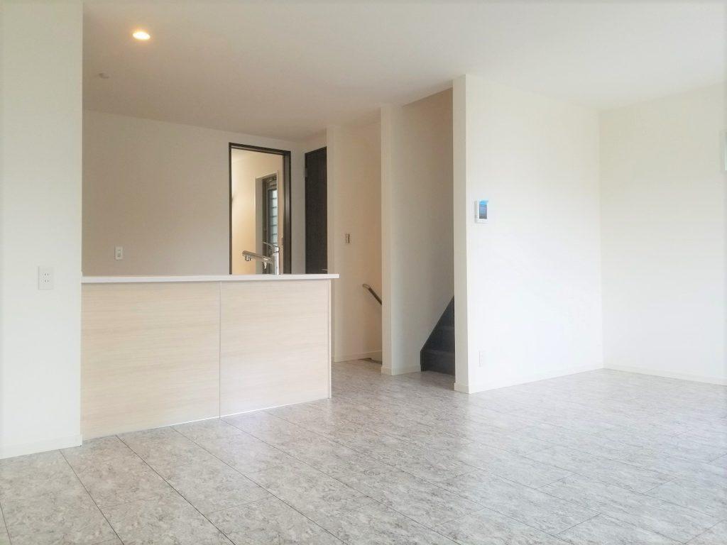 2階リビングは白を基調とし、広々と大変明るいです。