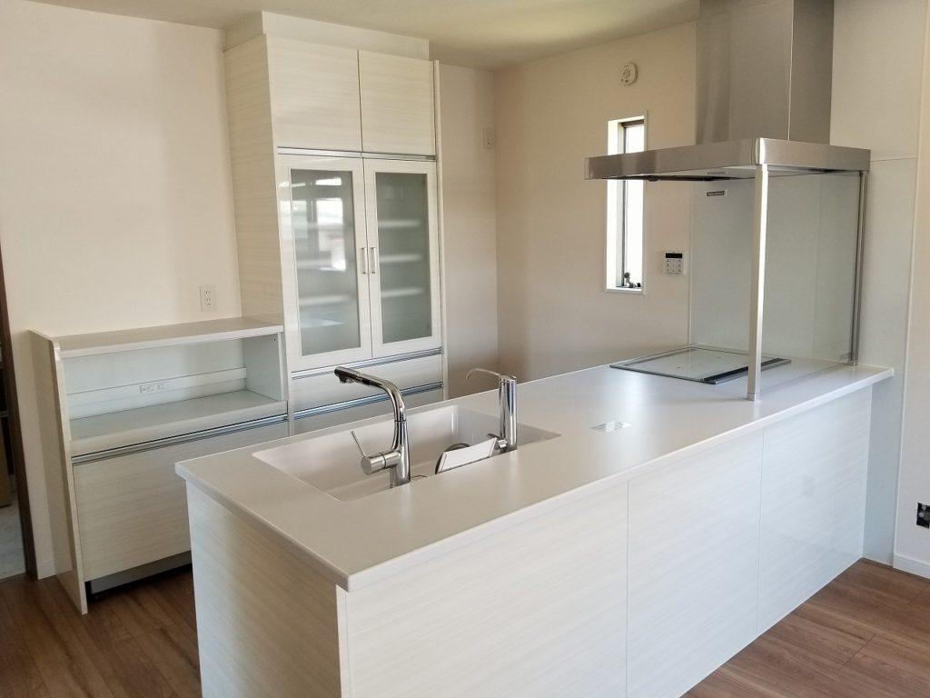 白を基調としたキッチンスペース。