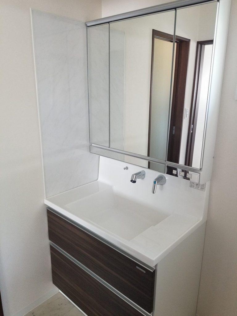 洗面所 シャワー付き洗面化粧台