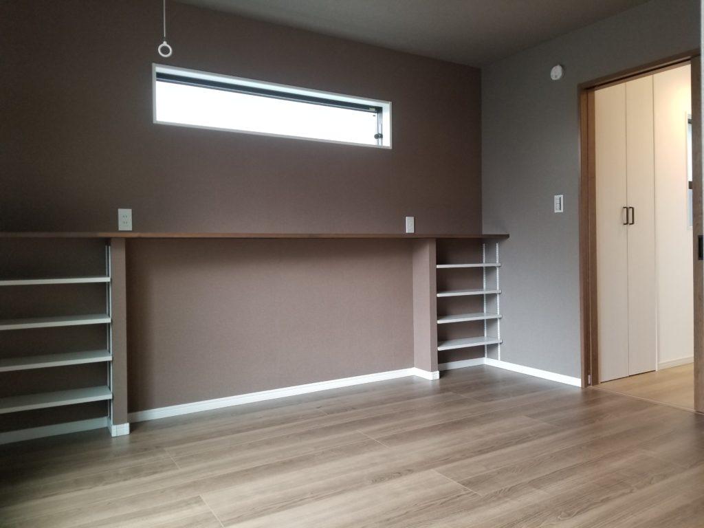 収納棚が便利な洋室