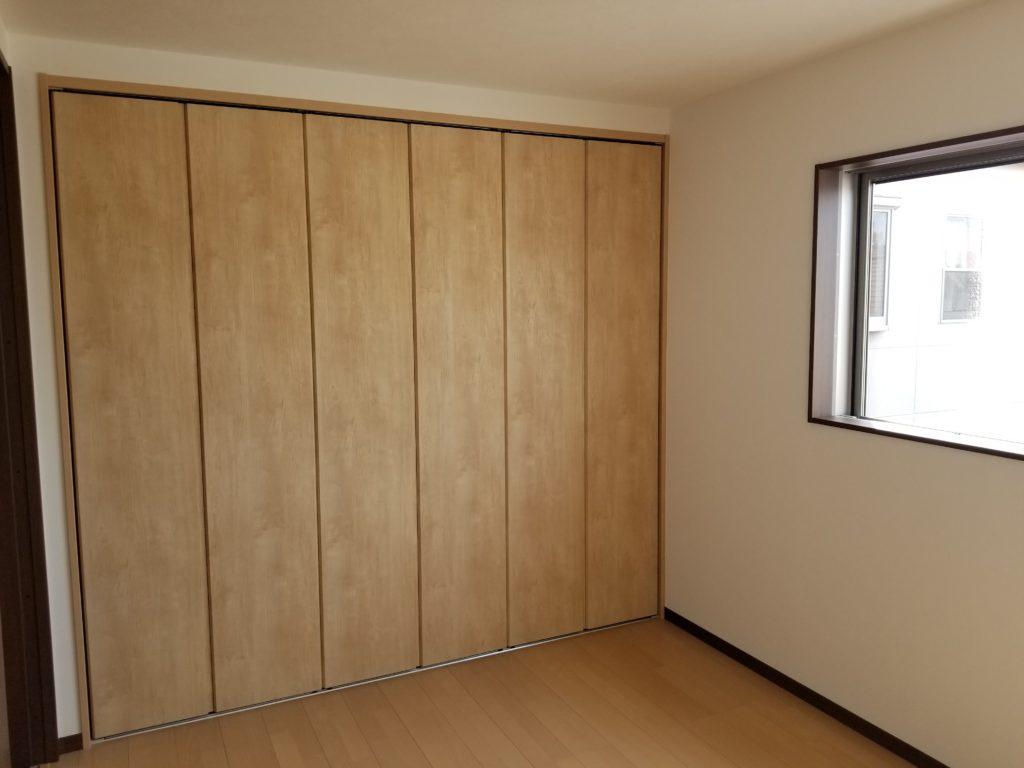 クローゼットを設置した洋室
