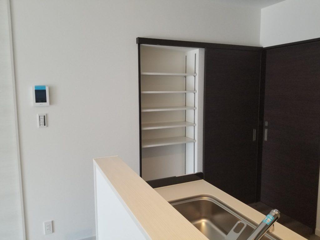 キッチン横にパントリーを設置