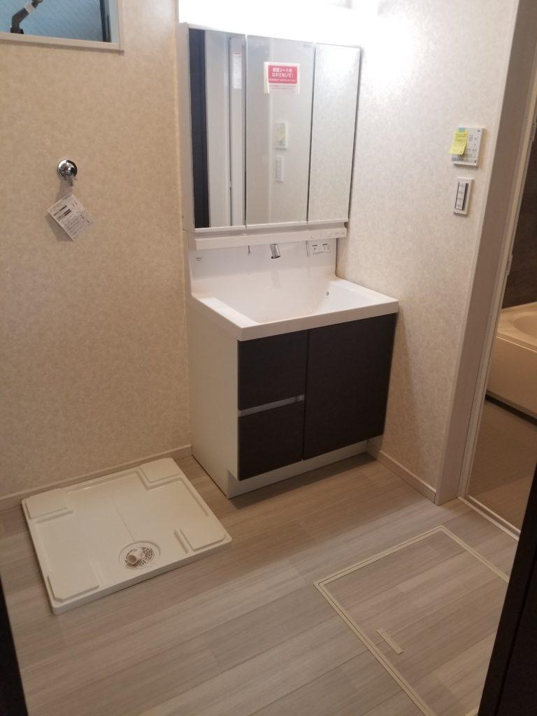清潔感のあるスタイリッシュな洗面台