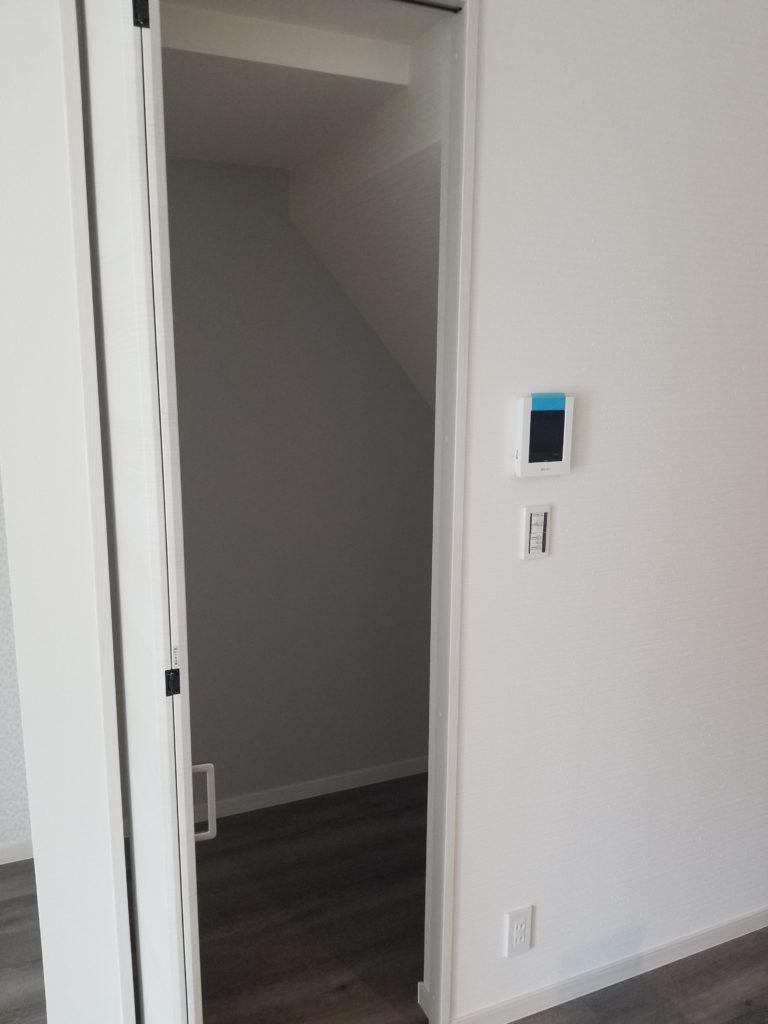 便利な階段下収納を設置